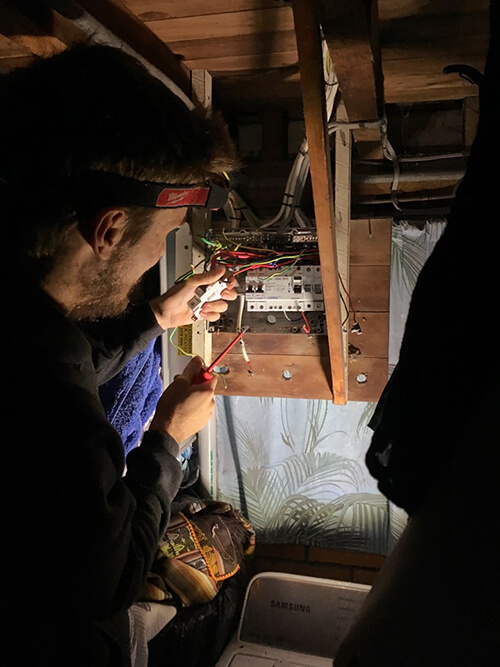 Oleada Emergency electrician services in Belmont